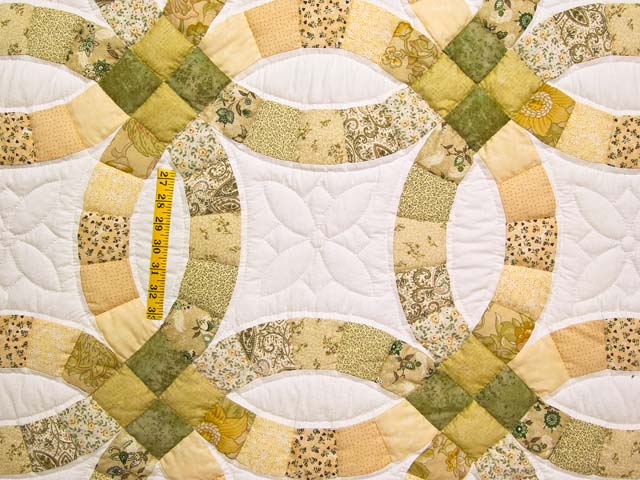 Moss and Golden Tan Double Wedding Ring Quilt Photo 4