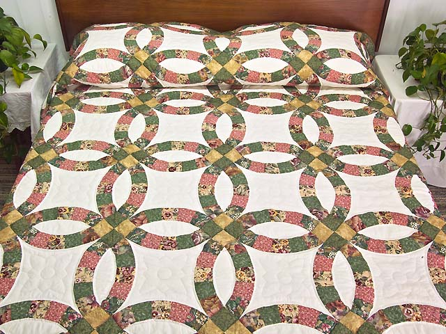 Green Rose and Tan Double Wedding Ring Quilt Photo 1