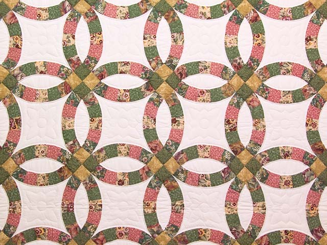 Green Rose and Tan Double Wedding Ring Quilt Photo 3