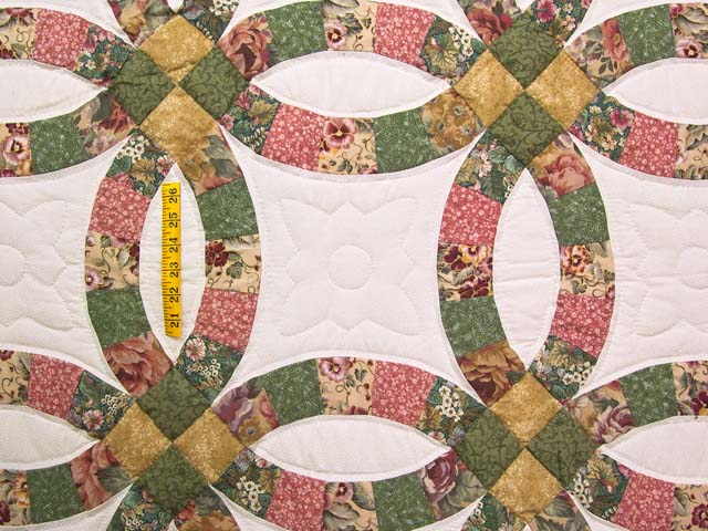 Green Rose and Tan Double Wedding Ring Quilt Photo 4