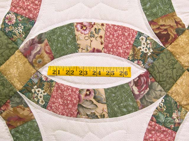 Green Rose and Tan Double Wedding Ring Quilt Photo 5