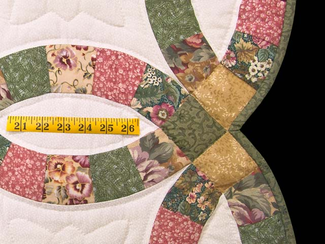 Green Rose and Tan Double Wedding Ring Quilt Photo 7