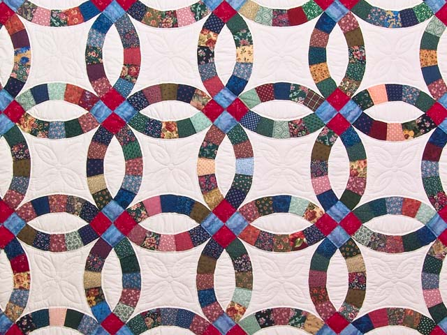 Multicolor Double Wedding Ring Quilt Photo 3