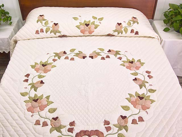 King Peach and Green Heart of Roses Quilt Photo 1
