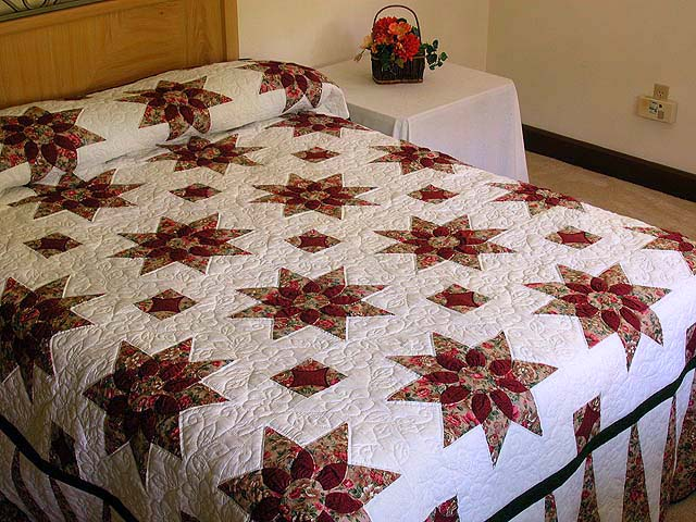 King-size Rose and Green Dahlia Quilt Photo 1