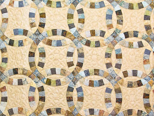 King Blues and Tan Hand Painted Double Wedding Ring Quilt Photo 3