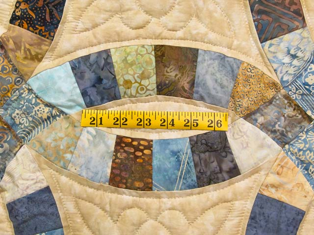 King Blues and Tan Hand Painted Double Wedding Ring Quilt Photo 5