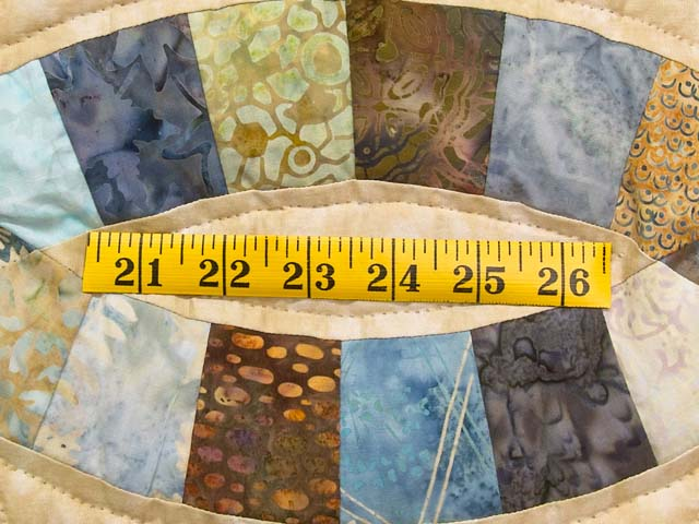 King Blues and Tan Hand Painted Double Wedding Ring Quilt Photo 6
