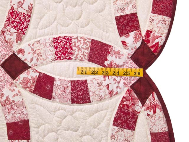 Scarlet and White Double Wedding Ring Quilt Photo 7