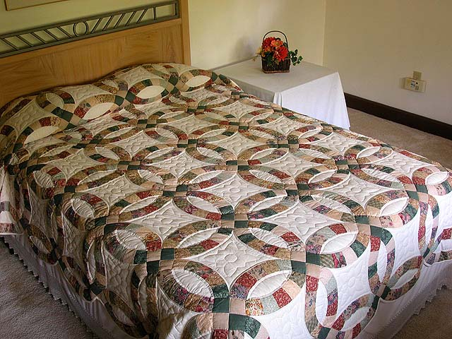 Earth-Tones Double Wedding Ring Quilt Photo 1