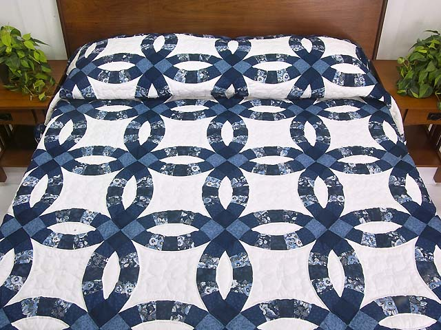 Navy Blue and Cream Double Wedding Ring Quilt Photo 1