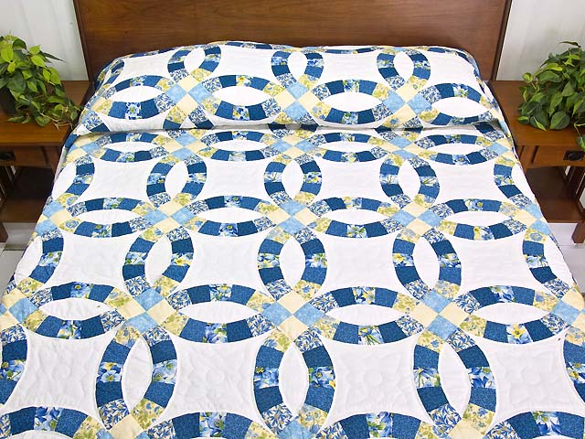 Double Wedding Ring Quilt great skillfully made Amish Quilts from