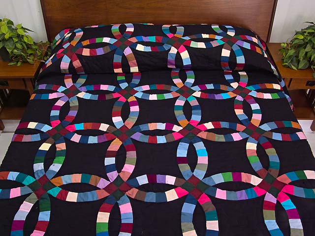 Almost Amish Double Wedding Ring Quilt Photo 1