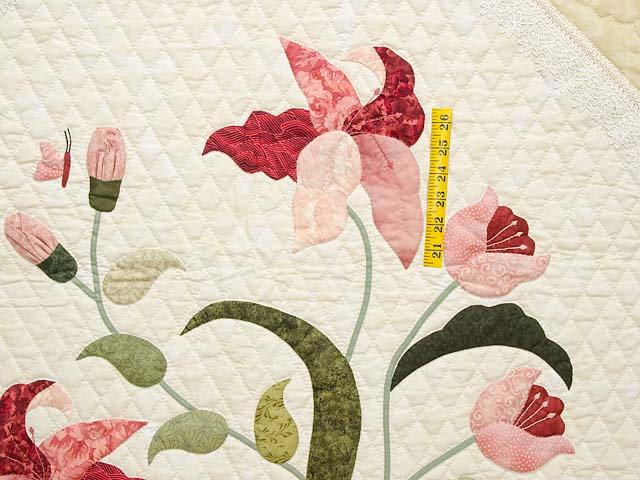 King Pink Rose and Golden Tan Petal Showcase Quilt Photo 4