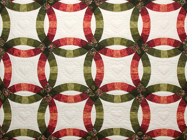Brick Red and Moss Green Double Wedding Ring Quilt Photo 3