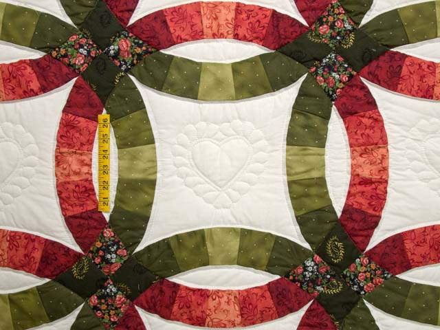 Brick Red and Moss Green Double Wedding Ring Quilt Photo 4