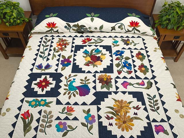 King Navy and Multicolor New Wine Quilt Photo 1