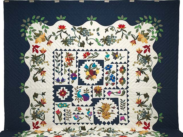 King Navy and Multicolor New Wine Quilt Photo 2