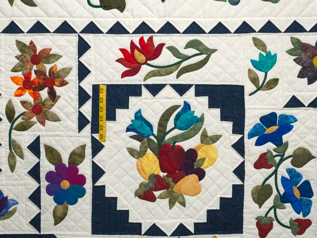 King Navy and Multicolor New Wine Quilt Photo 4