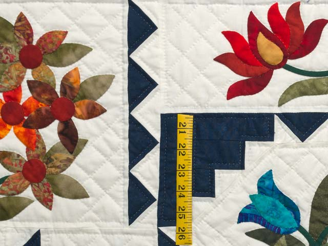 King Navy and Multicolor New Wine Quilt Photo 6