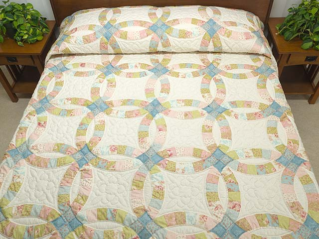 King Antique Pastels Double Wedding Ring Quilt Photo 1
