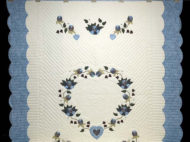 Blue and Cream Heart of Roses Quilt Photo 2