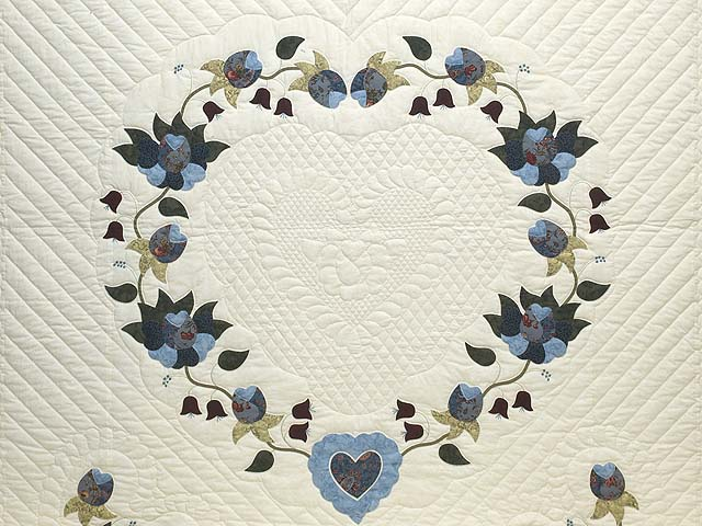 Blue and Cream Heart of Roses Quilt Photo 3