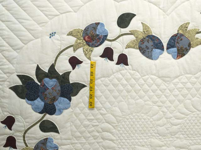 Blue and Cream Heart of Roses Quilt Photo 4