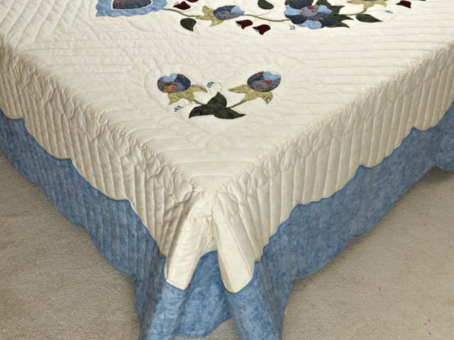 Blue and Cream Heart of Roses Quilt Photo 7