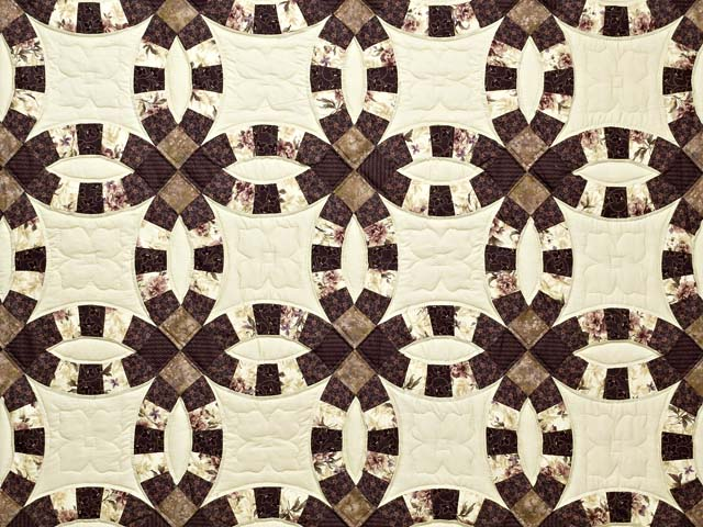 Brown and Tan Double Wedding Ring Quilt Photo 3