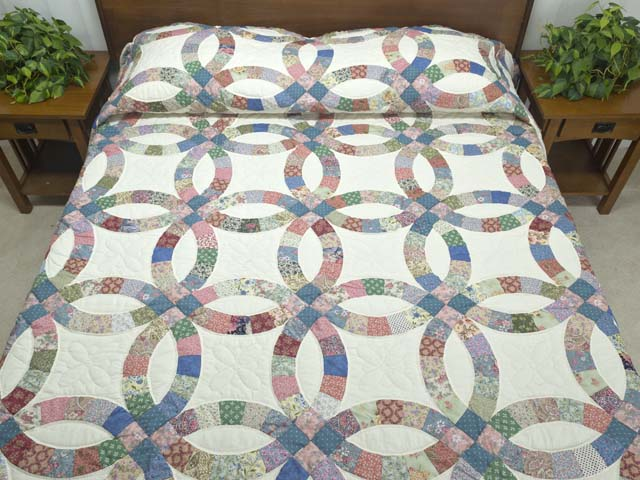 Pink Blue and Multicolor Double Wedding Ring Quilt Photo 1