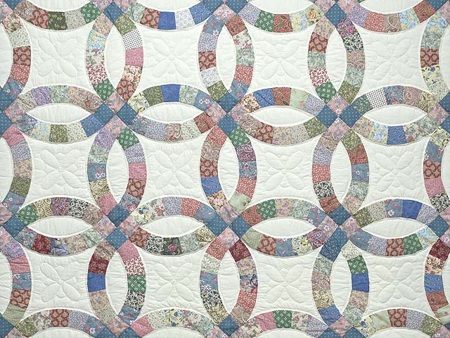 Pink Blue and Multicolor Double Wedding Ring Quilt Photo 3