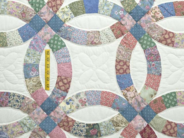 Pink Blue and Multicolor Double Wedding Ring Quilt Photo 4