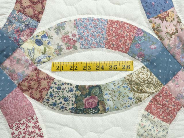 Pink Blue and Multicolor Double Wedding Ring Quilt Photo 5