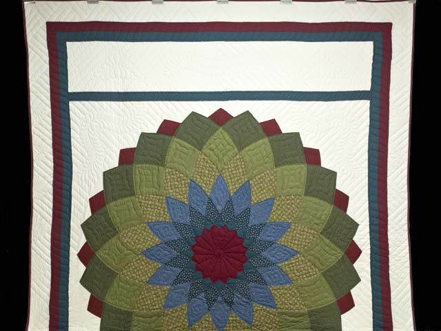 Multicolor Giant Dahlia Quilt Photo 2