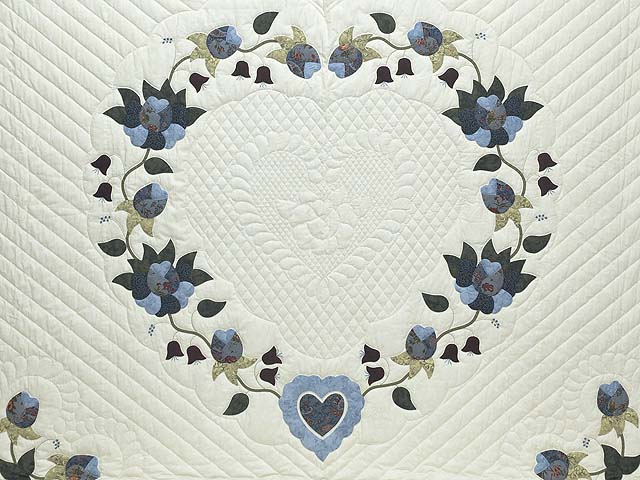 King Blue and Cream Heart of Roses Quilt Photo 3