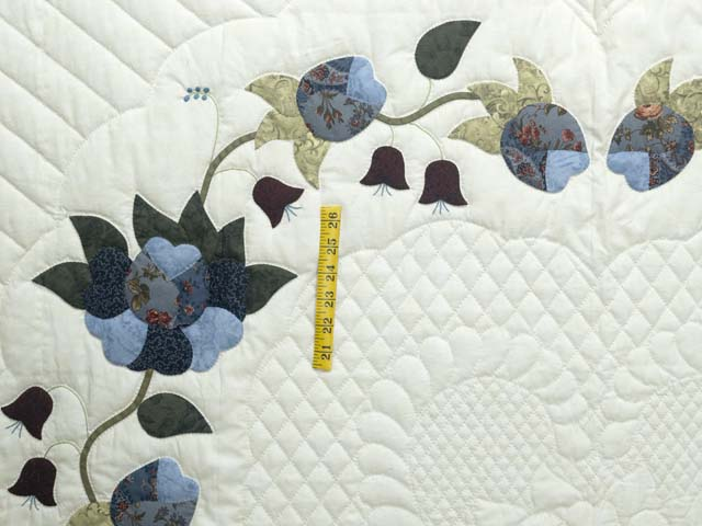 King Blue and Cream Heart of Roses Quilt Photo 4