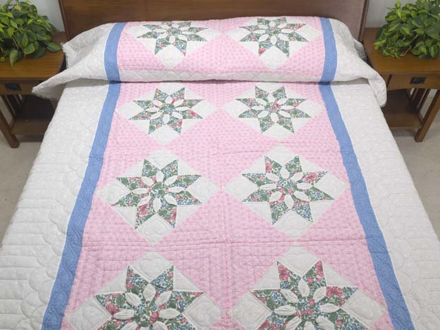 Twin Blue Pink and Green Dahlia Quilt Photo 1