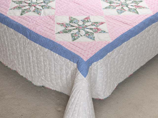 Twin Blue Pink and Green Dahlia Quilt Photo 7