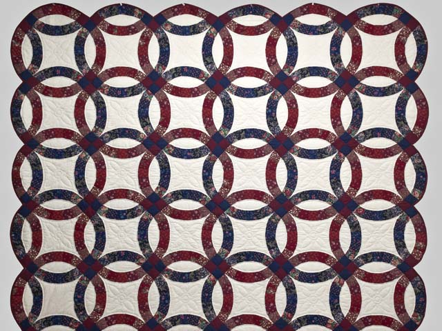 Cranberry and Navy Blue Double Wedding Ring Quilt Photo 2
