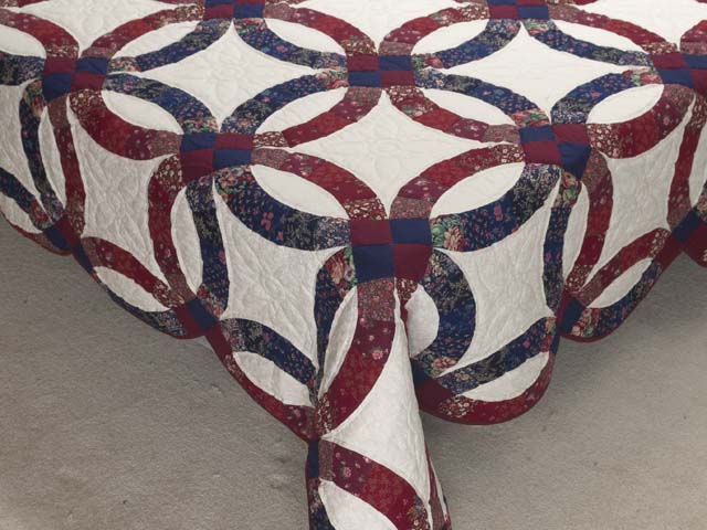 Cranberry and Navy Blue Double Wedding Ring Quilt Photo 7