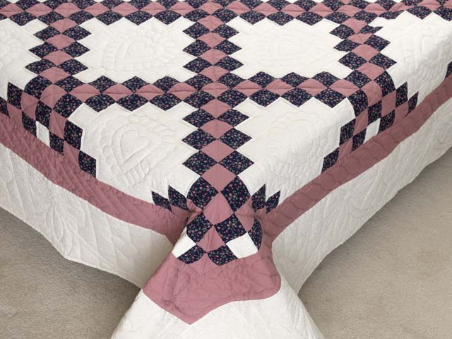 Twin Rose Black and Cream Irish Chain Quilt Photo 7