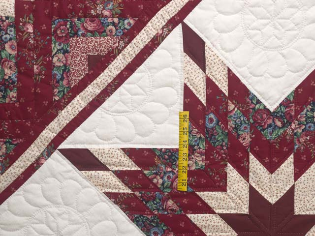 Red and Cream Lone Star Log Cabin Quilt Photo 4