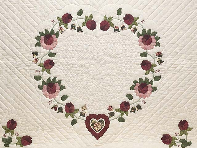 King Dark Green and Rose Heart of Roses Quilt Photo 3