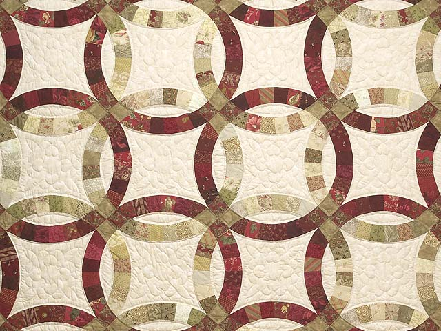 Red and Sage Double Wedding Ring Quilt Photo 3