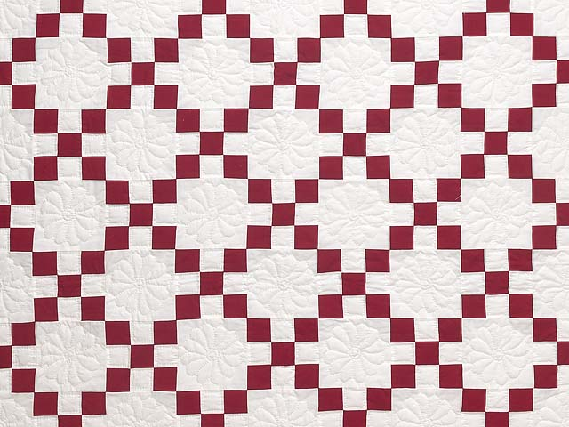 Red and White Nine Patch Quilt Photo 3