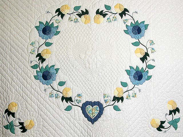 King Blue and Yellow Heart of Roses Quilt Photo 4