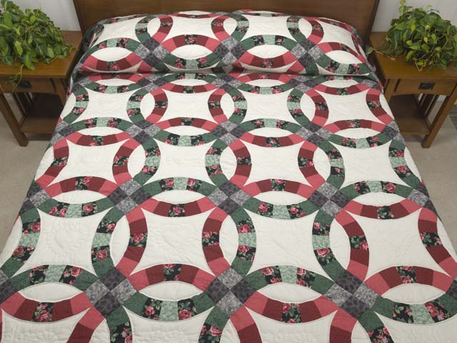 Rose and Green Double Wedding Ring Quilt Photo 1
