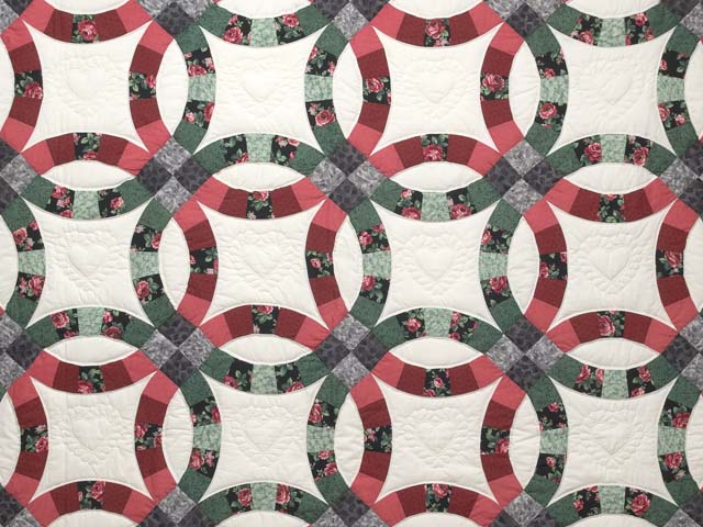 Rose and Green Double Wedding Ring Quilt Photo 3