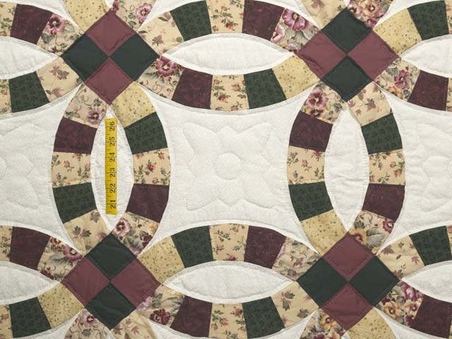 Rose Green and Tan Double Wedding Ring Quilt Photo 4